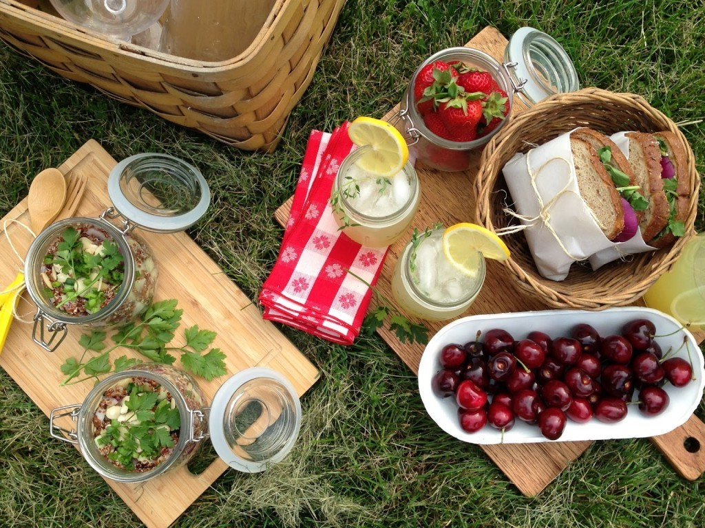 What to take on a romantic picnic